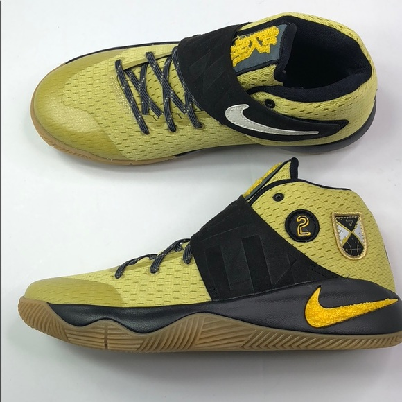huge discount d8aca 8896d KYRIE 2 AS (GS) - Size 6.5M and 8W. NWT. Nike